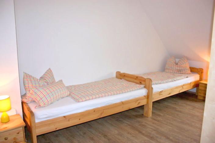 Haus Westerrönfeld - Zimmer 2 - Einzelbetten